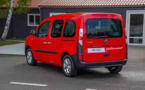 Маскировка. Новый фургончик Nissan NV250 оказался «переодетым» Kangoo. ВИДЕО