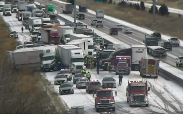 Мечтаете о снеге? Больше 50 машин столкнулись в США. ВИДЕО