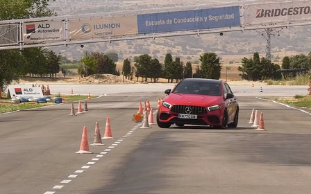 Mercedes-AMG A 45 S пройшов перевірку «лосем». Успішно? ВІДЕО