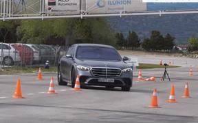 Mercedes-Benz S-Class провалил «лосиный» тест. ВИДЕО