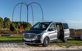 Mercedes-Benz V-Class - это смелый и динамичный дизайн, роскошная отделка интерьера и новейшие технологии.