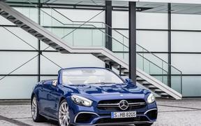 Mercedes опубликовал фотографии обновленного родстера SL