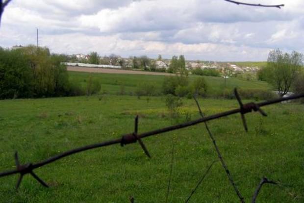 Мораторий на продажу земли в Украине могут продлить