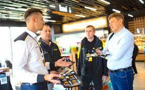 На АЗК «БРСМ-Нафта» ТОП-менеджмент заправлял авто и общался с клиентами