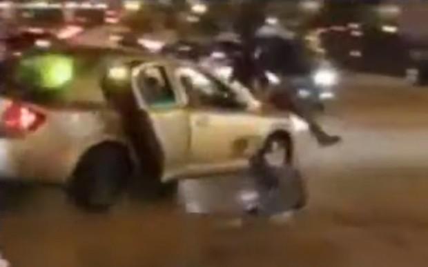 На глазах у полиции. Машина врезалась в пешеходов и скрылась. ВИДЕО