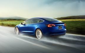 На новой прошивке Tesla Model 3 едет на 5% быстрее