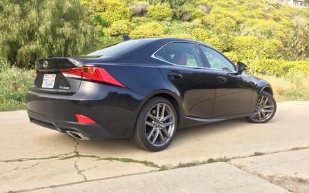 На новом Lexus IS появится мотор BMW