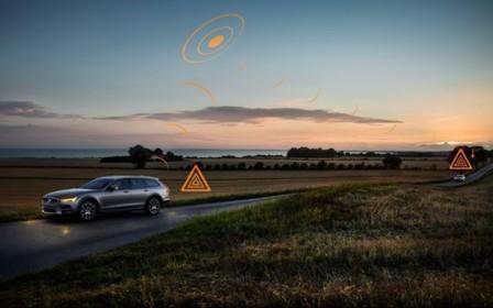 На території Європи автомобілі Volvo обмінюватимуться інформацією про слизькі дороги та потенційні загрози.