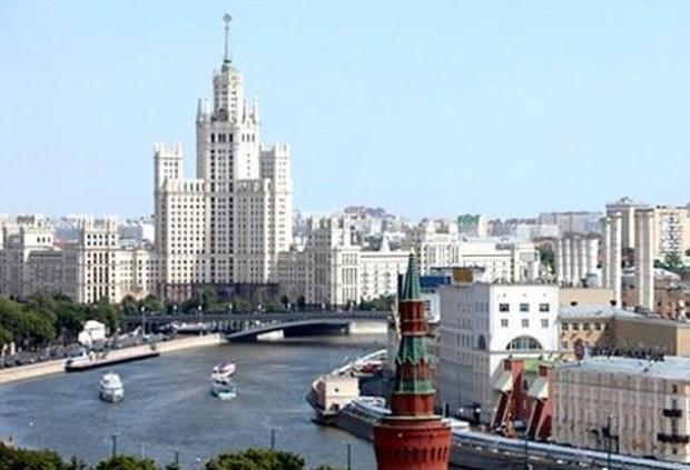 На западе Москвы квартиры на четверть дороже, чем на востоке
