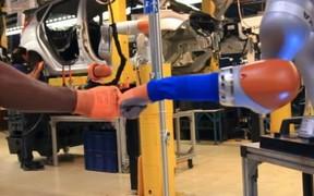 На заводе Ford начали трудиться роботы-ассистенты