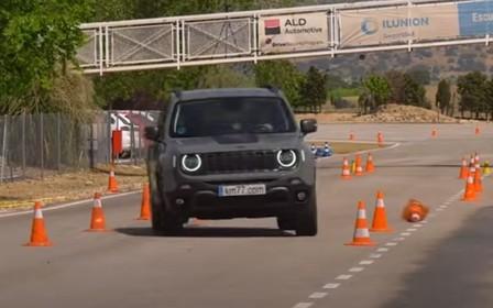 Не для швидких поворотів? Jeep Renegade на «лосиному тесті». ВІДЕО
