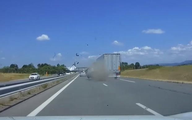 Невменяемый на Audi устроил жуткую аварию. ВИДЕО