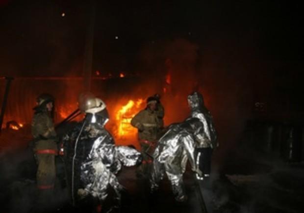 Ночью в Киеве горел склад с автокраской