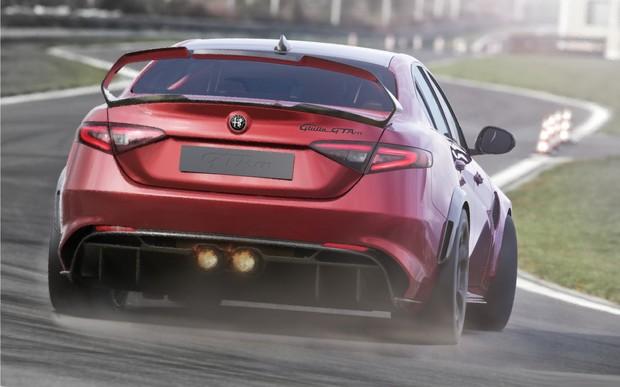 Новая Giulia GTAm пытается «прижать» новый BMW M5