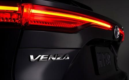 Новая Toyota Venza. Не узнали в гриме?