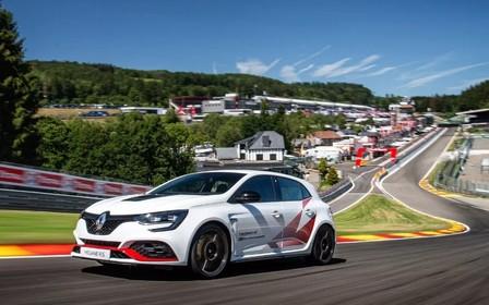 Новости спорта. «Горячий» Renault Megane отнял очередной титул у Honda Civic Type R