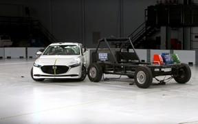 Новую Mazda3 разбили на «четверку». ВИДЕО