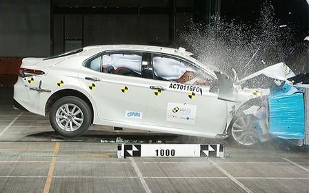 Новую Toyota Camry разбили на «ура». ВИДЕО