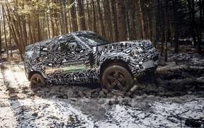 Новый Land Rover Defender: простой салон и электронная «приборка»