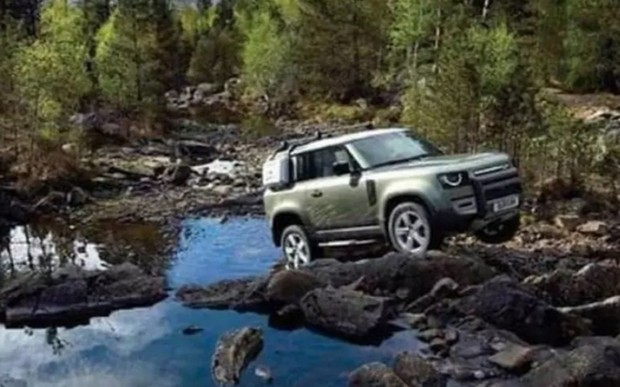 Новый Land Rover Defender «слили» за день до премьеры. ВИДЕО