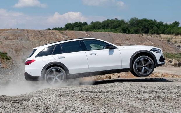Новый Mercedes-Benz С-Класса научили ездить по бездорожью