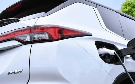Новий Mitsubishi Outlander PHEV готується до прем'єри