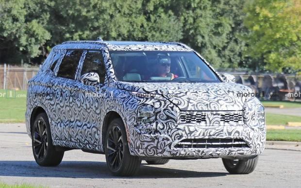 Новый Mitsubishi Outlander вывели на дорожные тесты