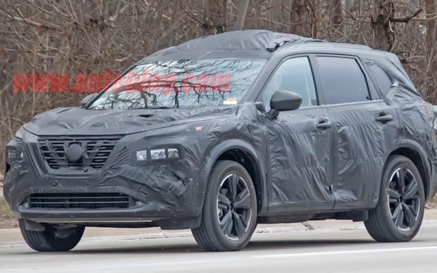 Новый Nissan X-Trail засекли на тестах. Похож на «Джука»?