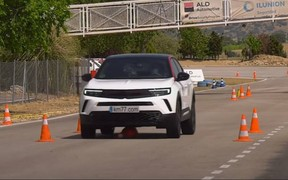 Новый Opel Mokka удивил на лосином тесте. ВИДЕО