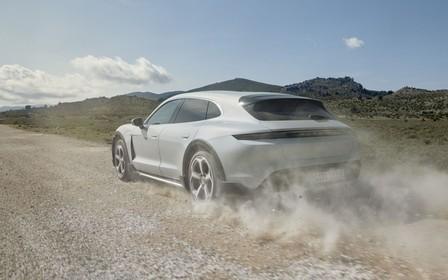 Новый Porsche Taycan  получил вседорожную версию
