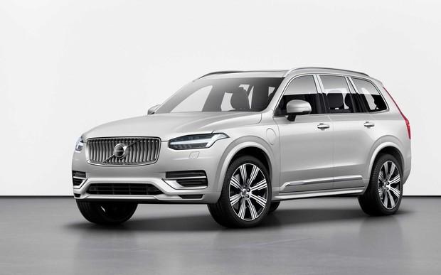 Новый Volvo XC90 лишится дизеля, но получил электромотор и автопилот