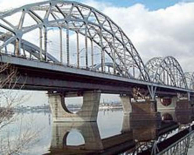 Новый заезд на Дарницкий мост откроют на выходных