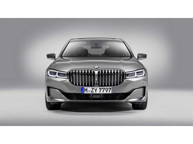 «Обновленная BMW 7-серии получила новый двигатель V8. Официально.»