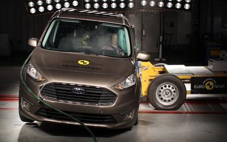 Оновлений Ford Tourneo Connect розбили на 4 зірки