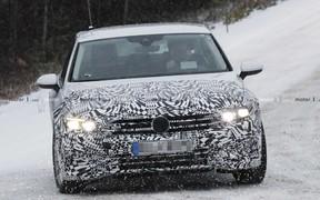 Обновленный Volkswagen Passat замечен на дороге