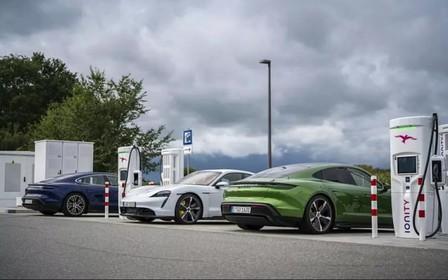 Оголошено ціни на топові модифікації першого електричного Porsche Tyacan