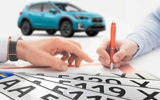 Перша реєстрація нового автомобіля Subaru в автосалоні