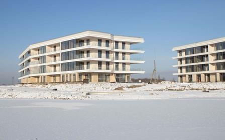 Первичный рынок жилья: разница между средней стоимостью квартир в многоквартирных домах эконом-класса в Киеве и пригороде.