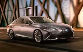 Первое фото: Lexus ES нового поколения