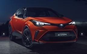 Первые фото обновленного Toyota C-HR. Найдете отличия?