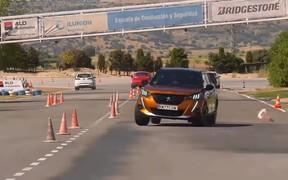 Peugeot 2008 проверили лосем. Как все прошло? ВИДЕО