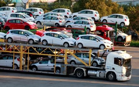 Майже $1 млрд витратили на імпортні авто в Україні від початку року.