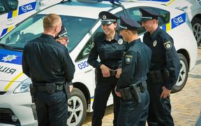 Полицейские хроники: Патрули в Херсоне, «пьяный трамвай», как «качать права» не имея прав 15 лет