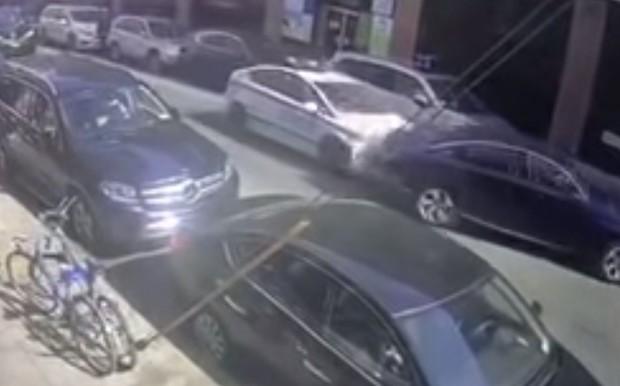 Полицейский Toyota Prius снова устроил аварию. Но теперь в Нью-Йорке. ВИДЕО