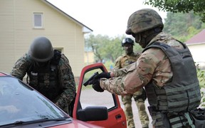 Полиция задержала группу автомошенников