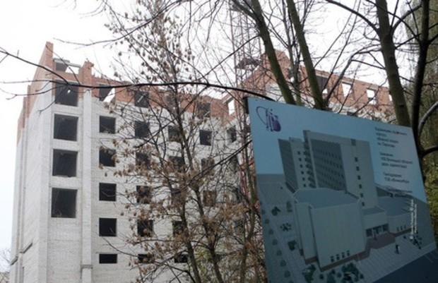 Попов предлагает продавать недострои вместе с землей