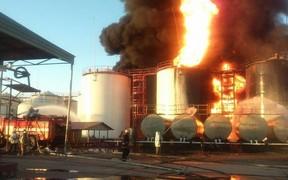 Пожар на нефтебазе БРСМ длится третьи сутки