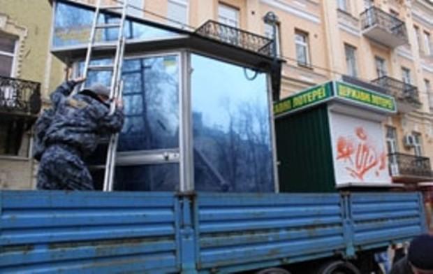 Предприниматели мешали властям демонтировать киоски на киевском авторынке