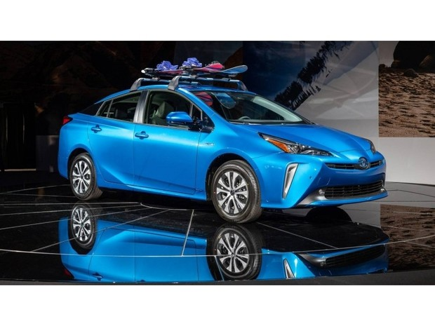 «Представлена европейская версия Toyota Prius AWD-i.»