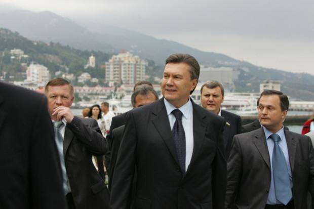 Президент пригрозил Уголовным кодексом за незаконное владение землей в Крыму